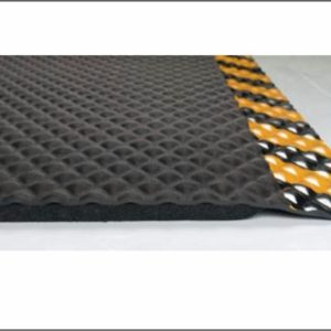 "Close up cut away picture of Hog Heaven fatigue matting with yellow striped safety border detailing a beveled edge and 7/8"" overall thickness"