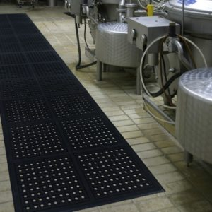 Industrial floor mat rubber runner using Comfort Flow linkable mats in a manufacturing setting