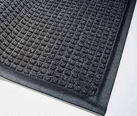 Corner detail of Waterhog Classic entry matting in a Charcoal color and standard rubber edge