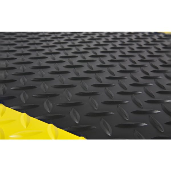 Close up view of Diamond pattern for Diamondplate Sponge Cote Anti Fatigue matting - Black with Yellow Safety borders