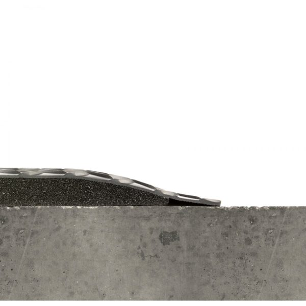 Side View showing Beveled Edges for Black Diamondplate SpongeCote 414 anti fatigue floor mat