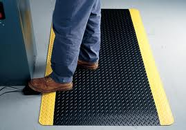Standing floor mat Application for Diamondplate Sponge Cote Fatigue Matting Black with Yellow Safety Borders