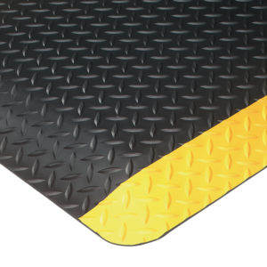 Close Up Corner View for Ultrasoft Diamondplate Anti Fatigue matting - Black with Solid Yellow Safety Borders